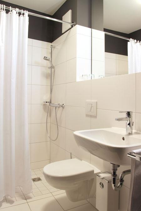 Bathroom in the double room, building Kraut Narrow Street