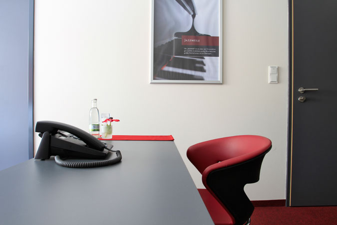 Desk in the double room, building Bach Street